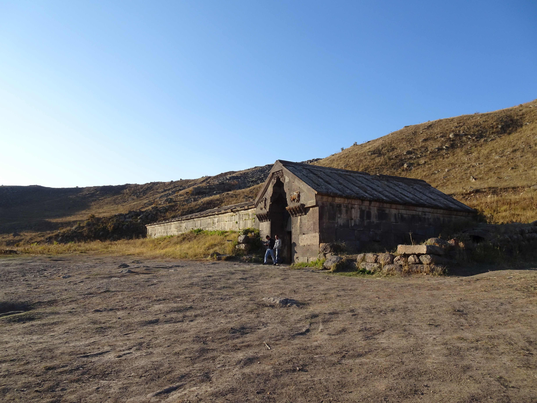 Auf der Seidenstraße, eine Karawanserei aus dem 14. Jhd, auf dem Wardenjaz-Pass in 2410 m Höhe.