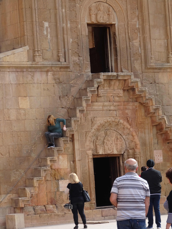 """...gehört es zum Volkssport eine völlig ungesicherte Treppe zur Oberkirche hochzuklettern. Nicht gerade ein """"niederschwelliges Angebot"""" der Kirche...."""