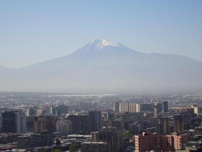 In der zweiten Herbstferienwoche geht es nach Jerewan... gut sichtbar, aber nicht erreichbar: der Ararat.