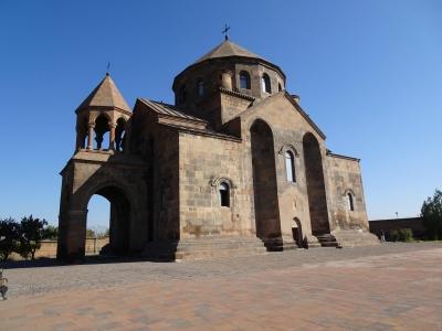 Sowohl Diokletian als auch der armenische König Tiridates III. warben erfolglos um die schöne Jungfrau Hripsime. Ergebnis war ihr Ende als Märtyrerin...