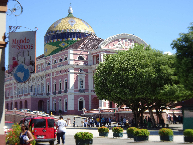 """Das Opernhaus von Manaus, siehe auch Werner Herzogs Film """"Fitzcarraldo"""" mit Klaus Kinski."""