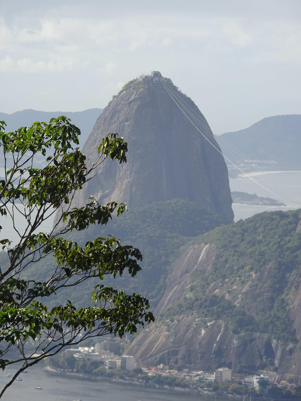 Der Zuckerhut vom Corcovado aus gesehen.