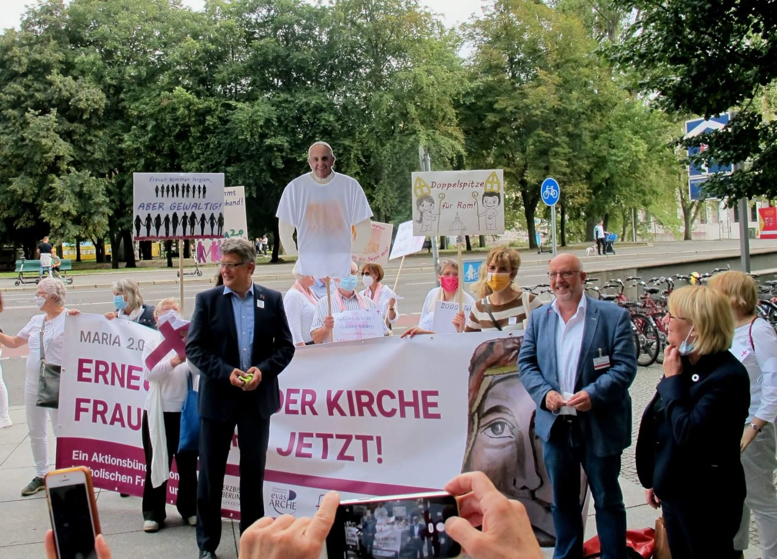 Mit Teilen des ZdK-Präsidiums Besuch bei der kfd, Maria 2.0 u.a.