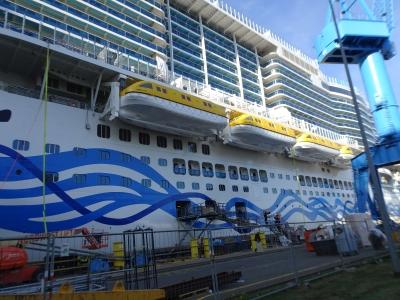 Wir sehen die AIDAnova noch auf der Meyer Werft, die Ausschiffung war zwei Tage später.