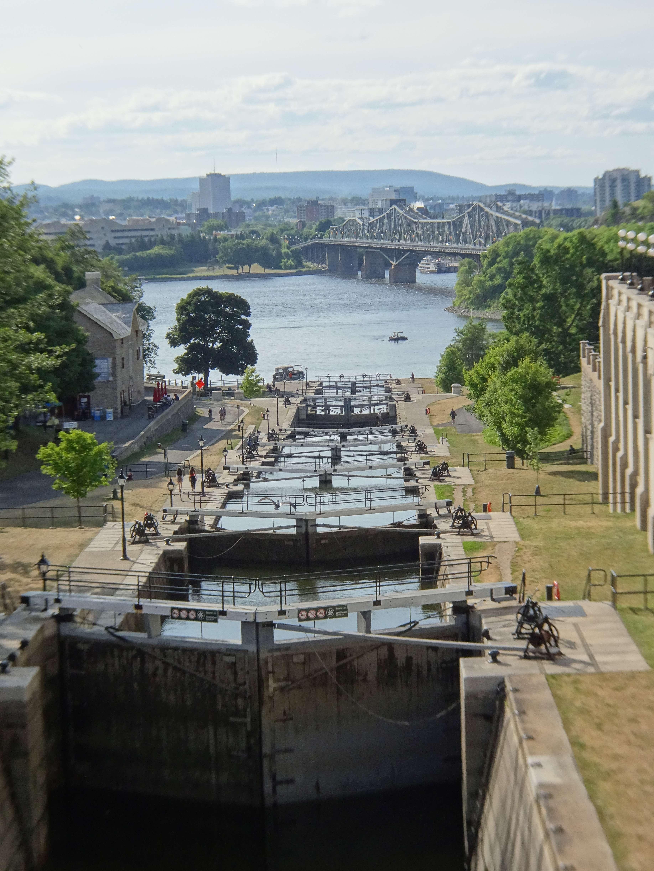 Die Schleusenanlage verbindet den Ottawa River mit dem Rideau Kanal.