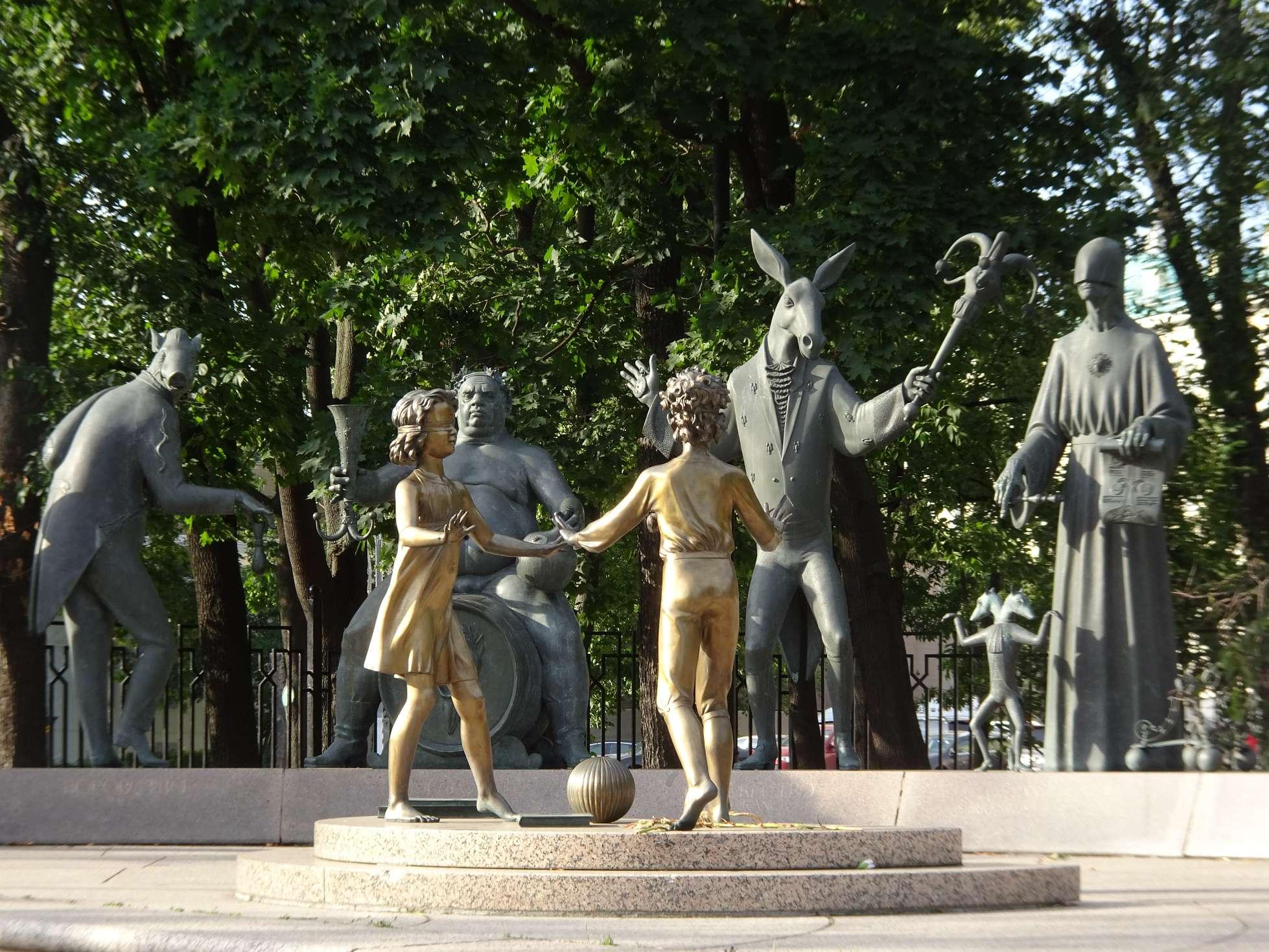 Denkmal, das an die Bedrohungen von Kindern mahnen soll